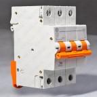 Автоматический выключатель  DG63 3Р C32A 6кА General Electric